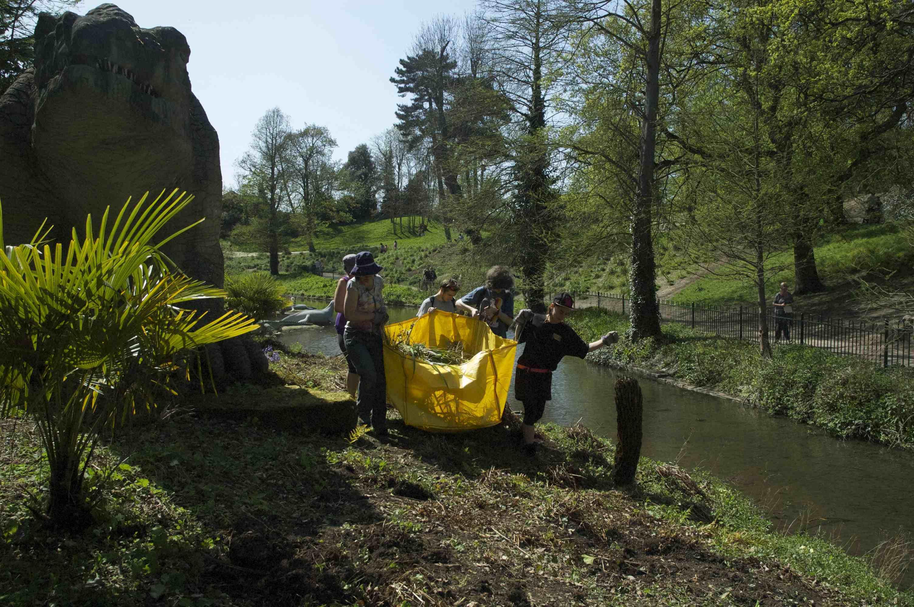 Paleo Planting volunteers 4